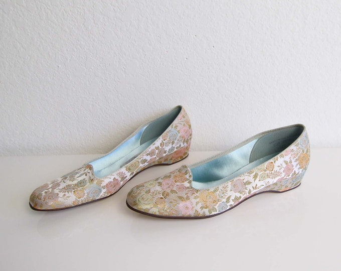 Vintage Floral Shoes Embroidered Slip Ons Satin Rose Womens Shoes Size 7.5