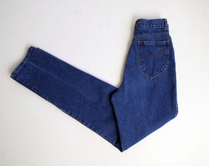 Vintage Jeans Women 24 1980s Chic Mom Jeans Denim High Waist Tapered Leg Blue Extra Small Tall Made in USA
