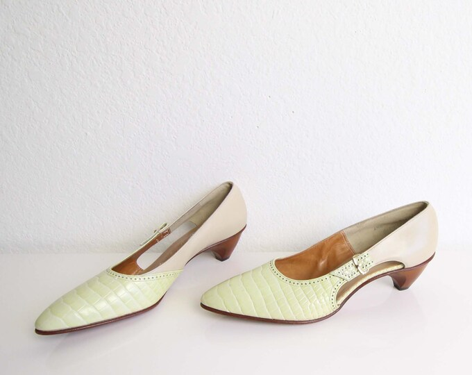 Vintage Womens Shoes Size 6.5 Low Heels Wood Leather 1960s Buckle