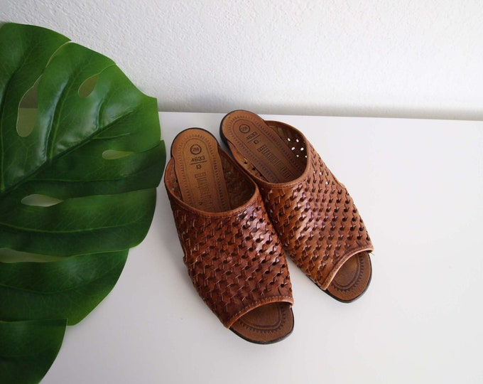 Vintage Womens Sandals Size 7.5 Open Toe Slides Brown Leather Woven