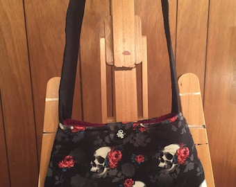 Black skull and roses purse