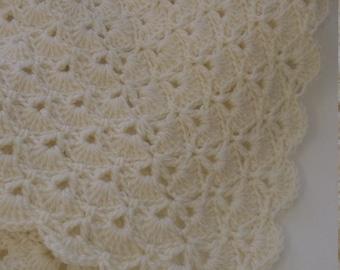 Handmade baby blanket crochet pretty shell scallope edge new born in Cream