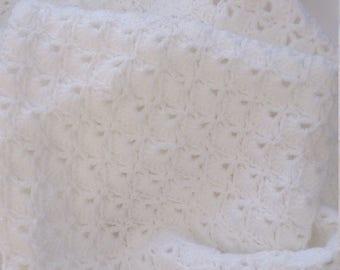 Handmade baby blanket crochet pretty shell scallope edge new born in white