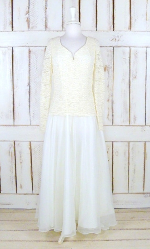 Vintage ivory stretch lace wedding gown/long sleev