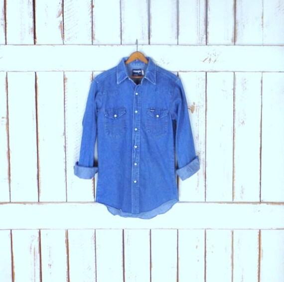 5b0d6bdd9f Vintage Wrangler blue cotton denim button down western