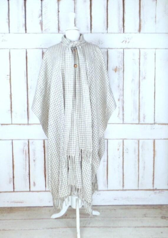 Vintage ivory/grey checkered plaid wool fringe pon