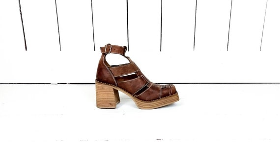 90s vintage brown leather chunky platform square t