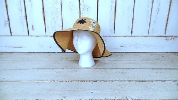 Vintage 90s floppy tan brown floral woven braided