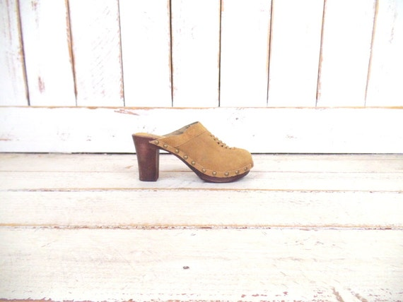 90s vintage tan suede leather high heel wooden pla