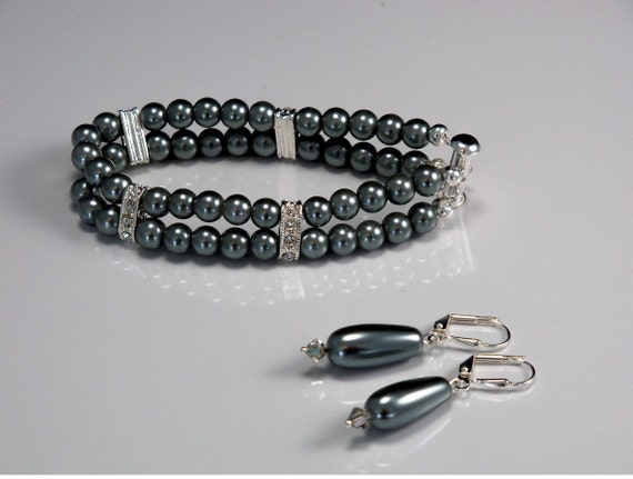 Glass Pearl Bracelet and Earring Set