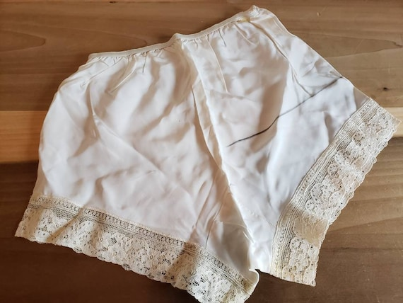 Vintage 30s 40s Tap Panty with Side Buttons Ivory Lady Leonora Tap Panties Size Small to Medium Off White Bombshell Pin Up Tap Panties