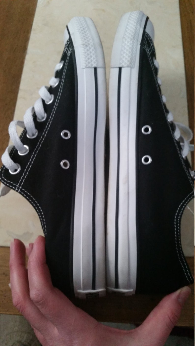 Vintage Great Condition Converese Chuck Taylors All Star Size 10 Mens Black Sneakers from the 1990s