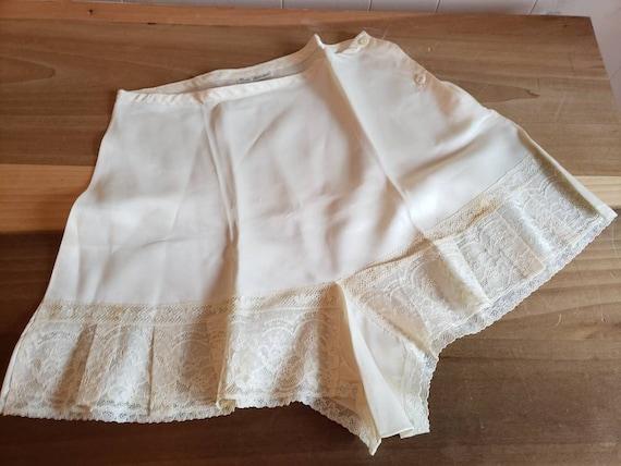 Vintage Rose Manson Off White Tap Pants Bloomers K
