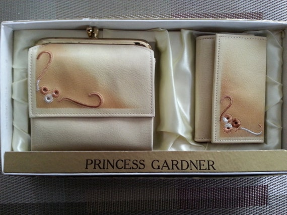 SALE Vintage Dead Stock in the Original Box Princess Gardner Leather Wallet  and Leather Key Case Gift Set 1960s Cream Yellow Accessories