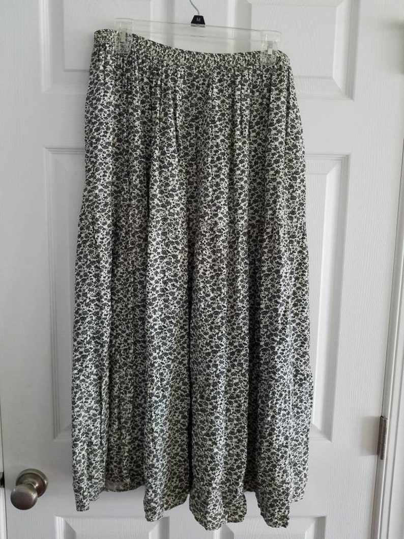 Vintage Jones New York Sport Black and White Floral Skirt Size Large 1990s Made in the USA