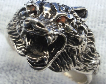Snarling Lone Wolf Ring, Garnet eyes, hand crafted recycled sterling silver, January Birthstone, Capricorn, Aquarius