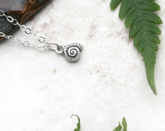 Tiny Silver Snail Shell Necklace, Delicate Snail Necklace, Dainty Snail Shell Pendant, Snail Jewelry, Minimalist Necklace, Tiny Silver Charm