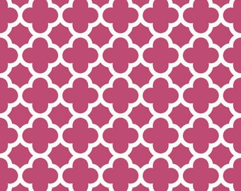 Quatrefoil Medium in Raspberry by Riley Blake Designs - Half Yard