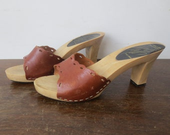 beeed5cca72b2 Vintage  60s  70s Lord   Taylor Cut-Out Leather Chunky Heeled Sandals