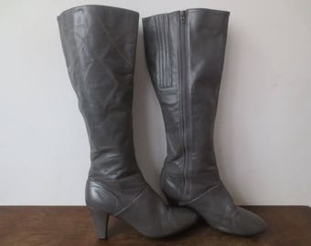 Vintage '70s Cobbies Slate Gray Knee-High Leather Boots w/ Rad Western-ish Topstitching Detail, US Sz 7 - 7.5