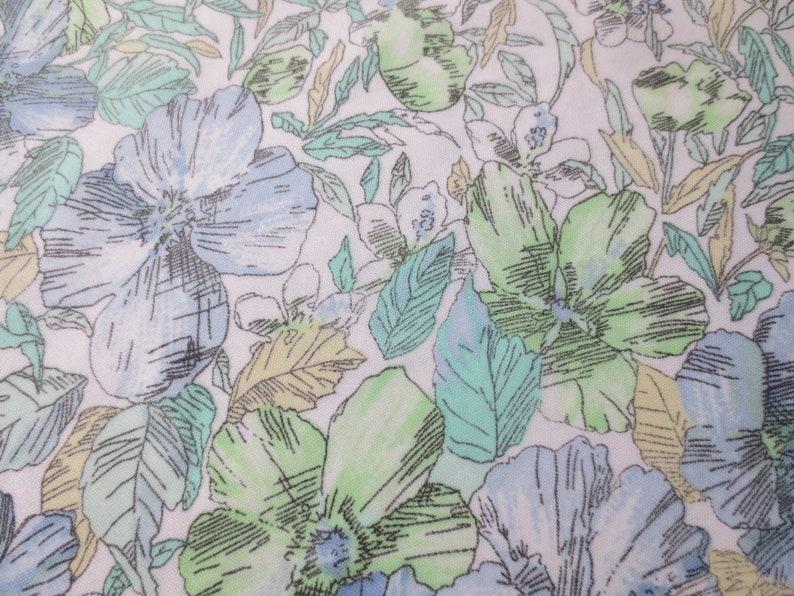 Matching Belt MedLarge All Over Print Floral Poly w Killer V-Neck /& Mandarin Collar Vintage /'70s Blouse