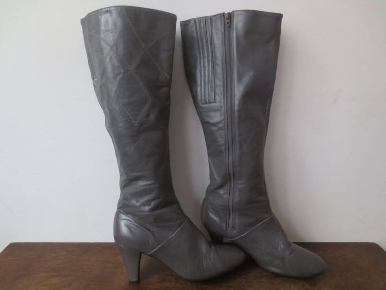 bf9025206262e Vintage '70s Cobbies Slate Gray Knee-High Leather Boots w/ Rad Western-ish  Topstitching Detail, US Sz 7 - 7.5