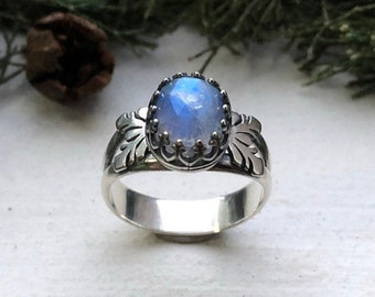 Size 7.25 Winter Frost Snowflake ring with faceted rose cut Rainbow Moonstone cabochon in Sterling Silver - jewellery everyday ring
