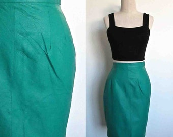 Vintage 1990's high waisted GREEN LEATHER pencil skirt - S