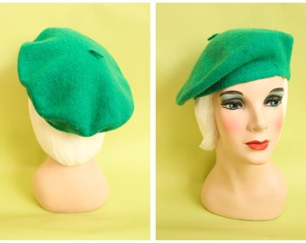 1960s Beret    Kelly Green Wool Beret    vintage 60s tam 671e99a40b19