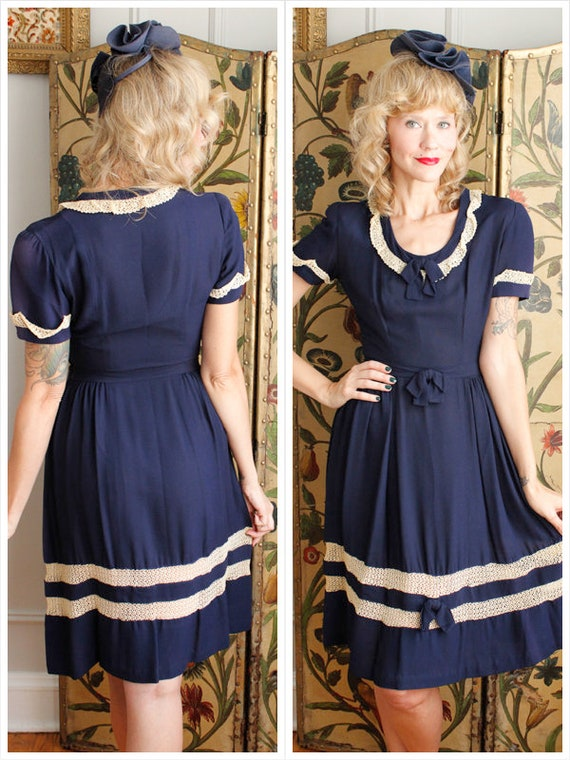 1940s Dress // True Blue Rayon & Lace Dress // vin