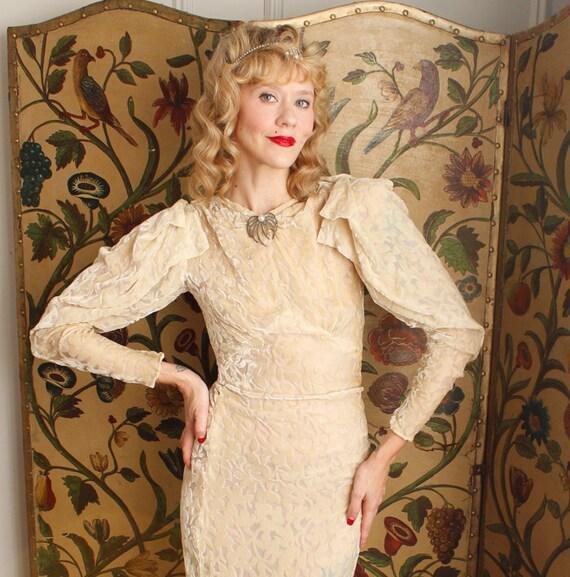 1930s Wedding Gown // Bewitching Silk Velvet Wedd… - image 5
