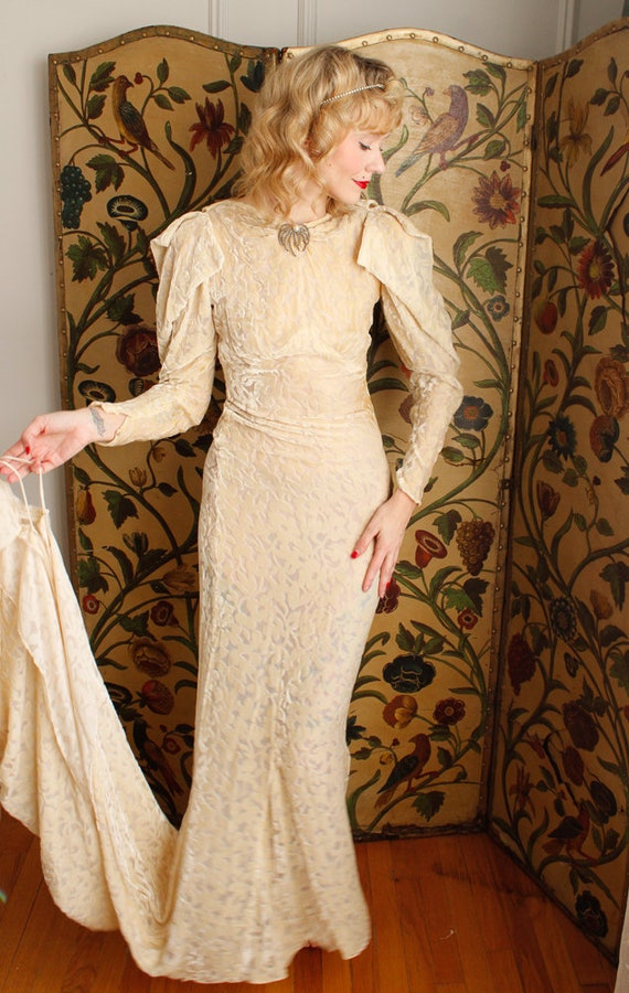 1930s Wedding Gown // Bewitching Silk Velvet Wedd… - image 2