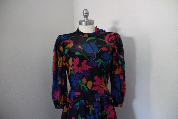 1980's Pauline Trigere Floral Dress - image 7