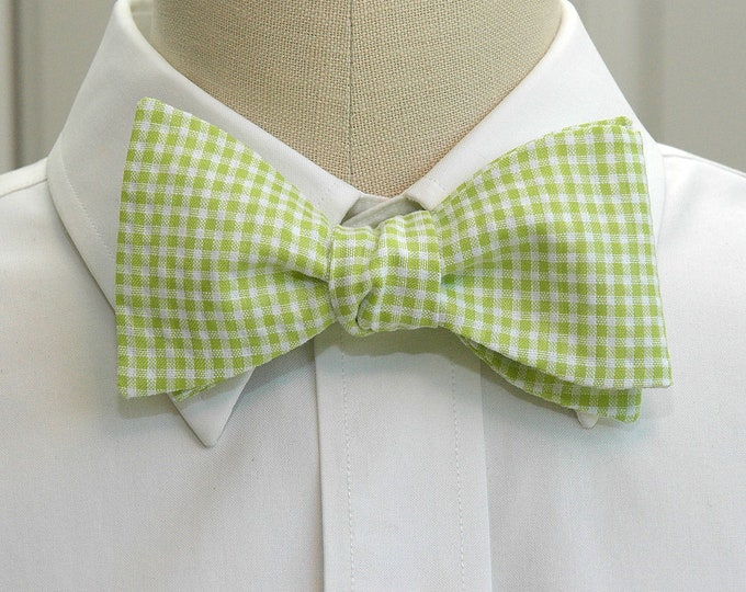 Men's Bow Tie in apple green gingham, wedding party wear, groomsmen gift, stylish groom bow tie, lime green bow tie, spring green bow tie,