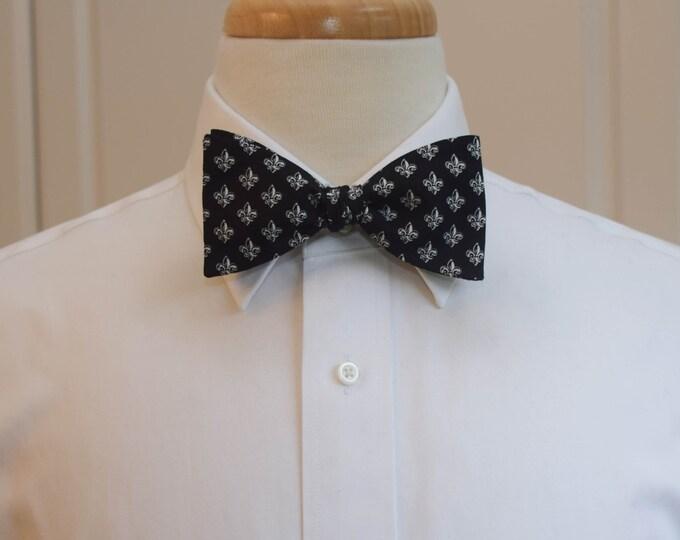 Men's Bow Tie, black/white fleur de lys bow tie, wedding party tie, groom/groomsmen bow tie, classy tuxedo accessory, black/white bow tie