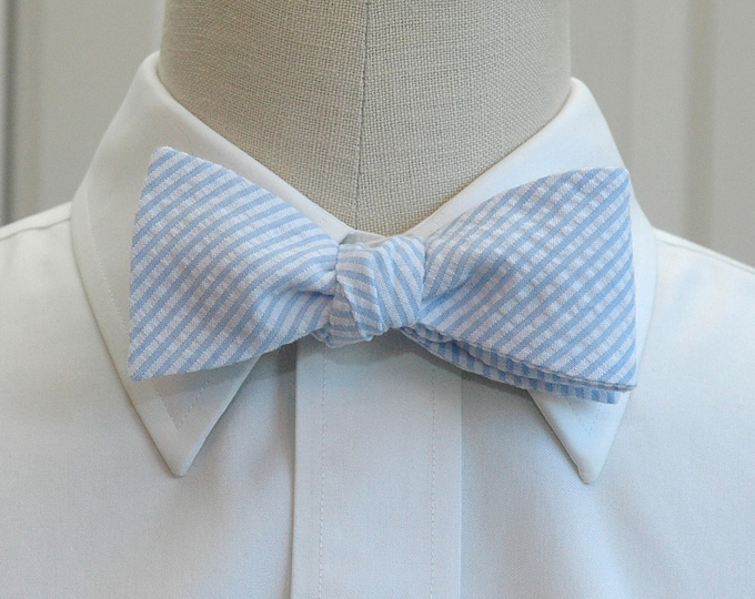 Men's Bow Tie, pale blue seersucker, wedding party tie, groom bow tie, groomsmen gift, summer bow tie, wedding accessory, self tie bow tie