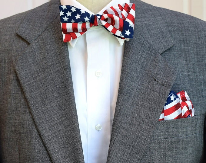 Men's Pocket Square & Bow Tie, US flag design, patriotic bow tie set, American flag bow tie and pocket square, USA gift, Stars and Stripes