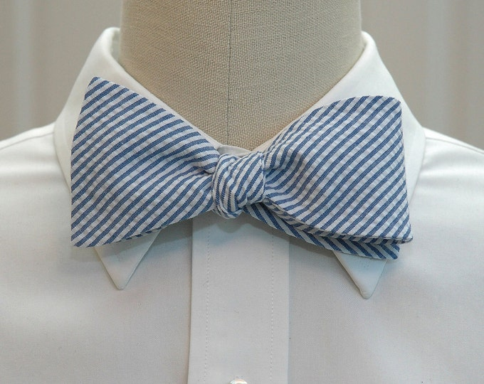 Men's Bow Tie, classic blue seersucker, wedding party tie, groom bow tie, groomsmen gift, summer bow tie, wedding accessory, self tie bowtie