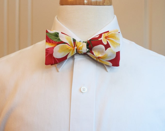 Men's Bow Tie, red Hawaiian print bow tie, tropical bow tie, plumeria flower bow tie, wedding bow tie, groom/groomsmen bow tie, prom, Derby