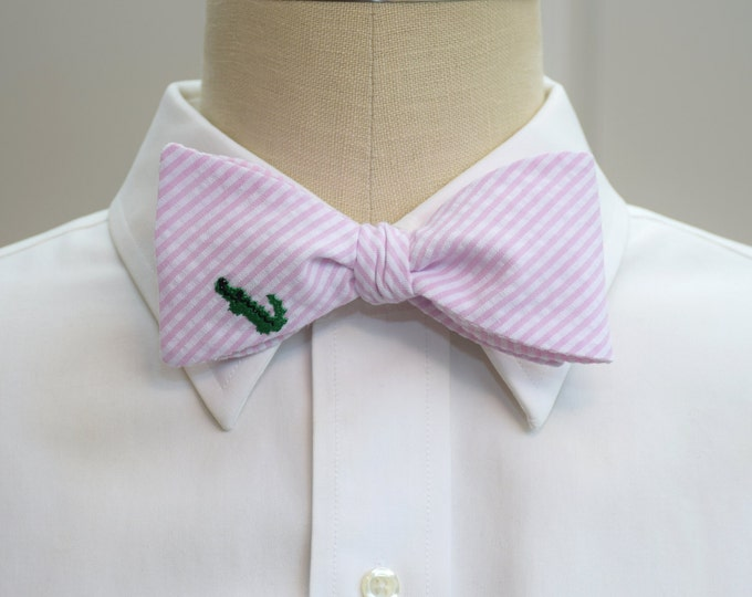Men's Bow Tie, pale pink seersucker with green alligator, self tie, wedding party tie, groom bow tie, groomsmen gift, summer bow tie,