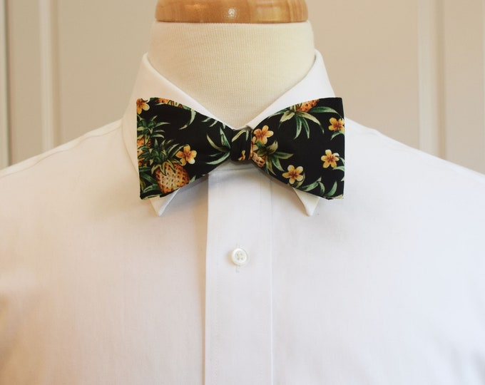 Men's Bow Tie, Hawaiian print bow tie, pineapple bow tie, tropical bow tie, floral bow tie, wedding bow tie, groom/groomsmen bow tie, prom