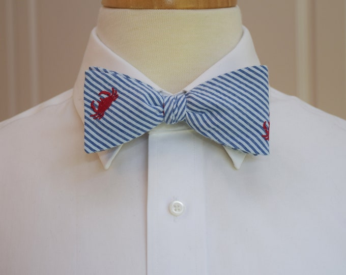 Men's bow tie, classic blue seersucker, red crab embroidery, wedding party tie, groom bow tie, groomsmen gift, ocean bowtie, self tie bowtie