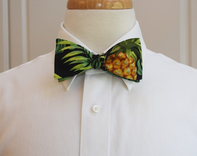 Men's Bow Tie, Hawaiian print bow tie, pineapple bow tie, tropical bow tie, jungle foliage, wedding bow tie, groom/groomsmen bow tie, prom