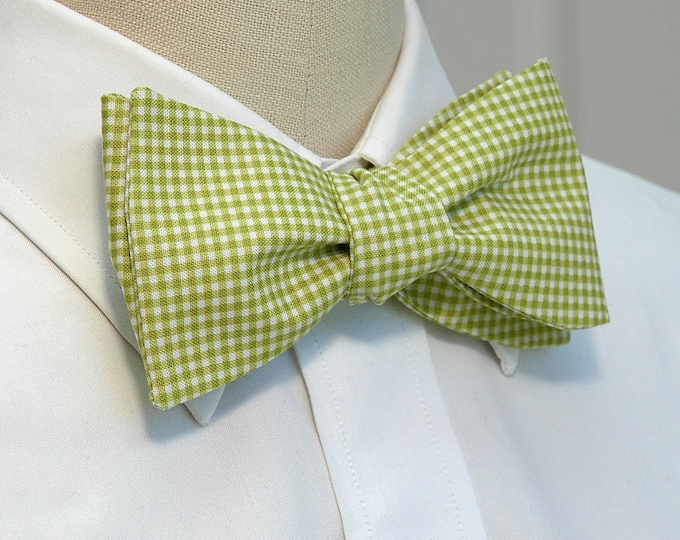 Men's Bow Tie, lime mini gingham bow tie, wedding bow tie, groom bow tie, groomsmen gift, lime green bow tie, green white bow tie, prom tie