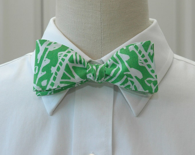 Men's Bow Tie, green and white Green Bean Lilly print, wedding bow tie, groom bow tie, summer bow tie, green bow tie, hidden jungle bow tie