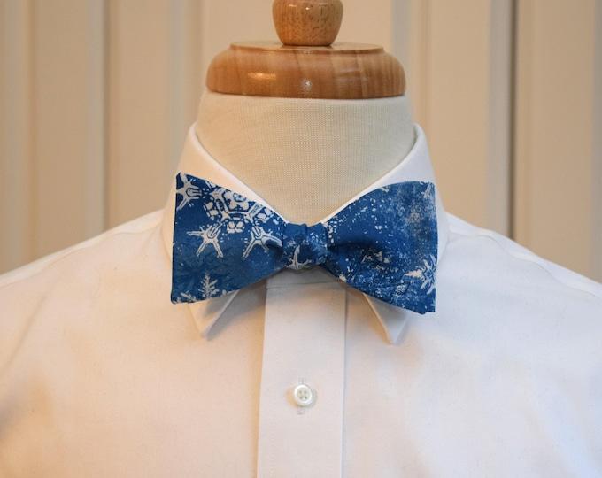 Men's Bow Tie, blue/white snowflakes, holiday bow tie, Hanukkah bow tie, blue Christmas bow tie, holiday party bow tie, blue winter bow tie