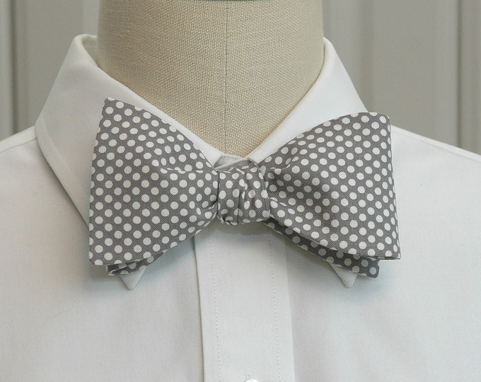 Men's Bow Tie, pale gray with white mini dots bow tie, elegant gray bow tie, wedding bow tie, groom bow tie, boardroom bow tie, prom bow tie
