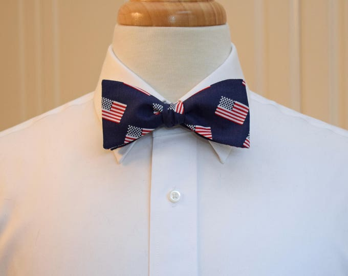 Men's Bow Tie, US flags, patriotic bow tie, American flags bow tie, July 4th bow tie, red, white and blue US flags bow tie, Team USA bow tie