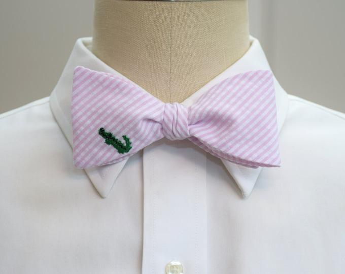 Men's Bow Tie, pale pink seersucker with green alligator, self tie, wedding party tie, groom bow tie, groomsmen gift, summer bow tie,