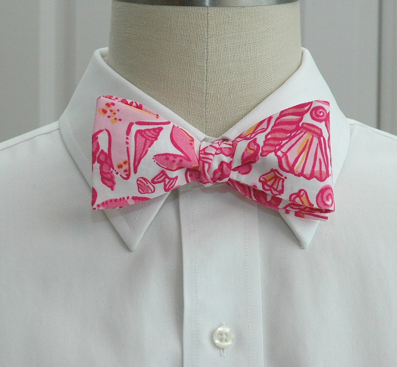 c43a4f3b58e1 Men's Bow Tie pink Sailor's Valentine Lilly print | Etsy